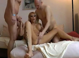 Homemade three-way lovemaking with..