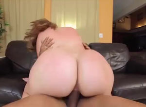 meaty bootie Plumper splashing during..