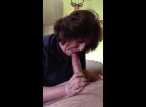 Weird ample mommy blowing huge wang of..